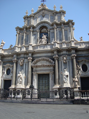 This Duomo is an example of Sicilian Baroque architecture.