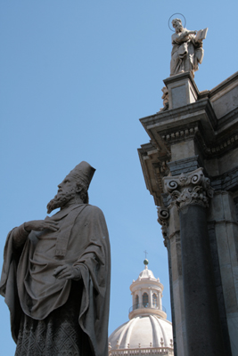 Statues outside the Duomo.